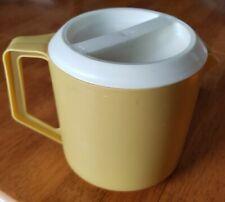 Rubbermaid 1.5 Quart Plastic Juice Pitcher Beige with White Lid vintage retro