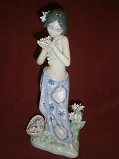 Lladro Porcelain Figurine Hawaiian Dancer Girl With Flowers Aroma of the Islands