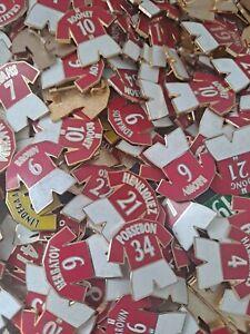 Joblot Mixed Lot Dealer Stock Football Pin Badges X25 MANCHESTER UNITED ONLY.