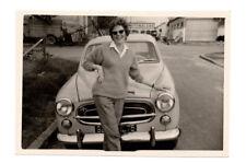 PHOTO 1960 Auto Automobile Voiture Peugeot 403 Femme Lunettes de soleil Face