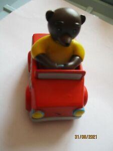 """Figurine Petit ours Brun """"  voiture de pompier """""""