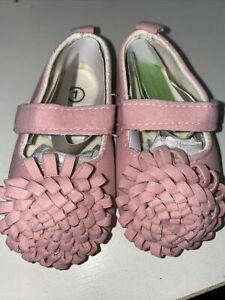 super cute baby shoes brand new