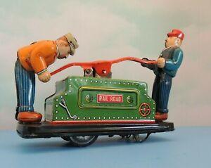 1950s KDP TIN LITHO WIND-UP 2 MEN  RAILROAD TRAIN HAND CART MADE  JAPAN