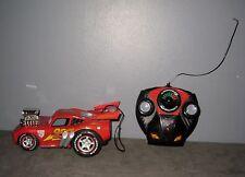 Disney/Pixar Voiture Cars Flash Mc Queen téléguidée/télécommandée ( Long:18 cm )