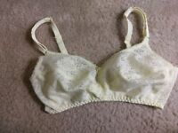 Bali Vintage Flatterlace Bralette Bra 32C Style 3132 Lace Union Made In USA EUC