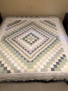 """QUILT QUEEN/ FULL POSTAGE STAMP DESIGN  86"""" WIDE X 96"""" LONG HAND & MACHINE MADE?"""