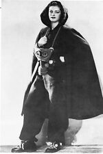 WW2 - Masque à gaz porté par un mannequin présentant une tenue d'abri en 1940