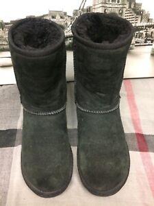 Genuine UGG Womens Classic Tan Sheepskin Boots, Size uk 3.5