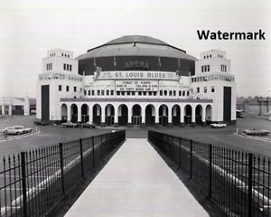 St. Louis Arena / Checkerdome St. Louis  Missouri Black & White 8 X 10 Photo Pic