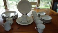 Fine China Dinnerware Set Eternal 2003 34 pce Service 8 White Floral platinum tm