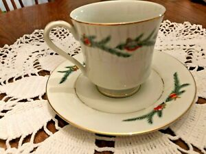 Royal Gallery ESTATE CHRISTMAS #6377  Cups and Saucers 4 each