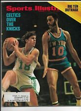 A Sports Illustrated Magazine ~ February 7 1972 ~ Dave Cowens Walt Frazier NBA