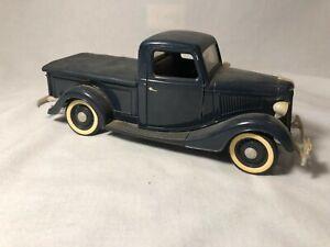 Solido 1936 Ford V8 Pickup Blue 1:18 Diecast (barnfind diorama)