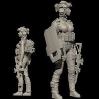 World War II 1/35 Scale Resin Figure YUFan Model Assault Soldier Female Fig O1B0