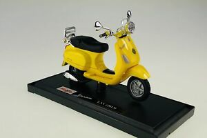 WELLY 2013 VESPA LXV 1:18 DIE CAST MODEL SCOOTER MOTORCYCLE NEW IN BOX