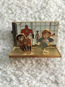 EXTREMELY RARE Incredibles Disney Pin LE 500 Edna & Helen Costume Shop 3D
