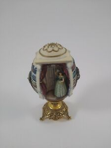 Gone With The Wind Scarlett's Outrage egg Sculpture on stand By Franklin Mint