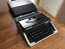 Retro Silver-Reed Leader 2 manual typewriter with case.Great condition.