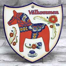 Welcome Red Dala Horse Dalahäst Shield Plaque Sign Wall Hanging Sweden Sverige