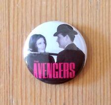 THE AVENGERS - EMMA PEEL / JOHN STEED - 1960s TV SHOW - BUTTON PIN BADGE (25mm)