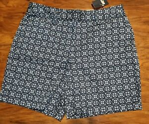 NWT Womens Lands End Mid Rise Bermuda Shorts Blue Floral Size 6
