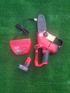 """Milwaukee 2527-21 M12 Hatchet 6"""" Cordless Pruning Saw Kit"""