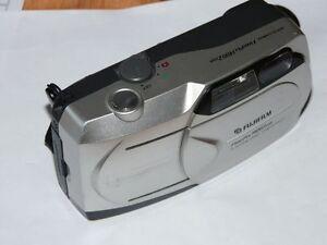 Fujifilm 1400 Zoom 1.3 MP Digital Camara - Gris