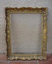 CADRE BOIS TAILLÉ  MAIN À DORURE 61,5 x 49 cm.