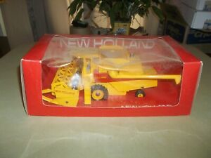Vintage 1/32 Britains New Holland TR85 Combine Farm Toy Tractor Implement NIB !