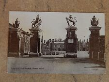 Hampton Court Palace trophy Gates posted 1907  ao1