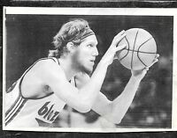 Oct 18 1974 Bill Walton UCLA HOF Rookie Blazers/NBA Debut Original Press Photo