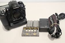 Fuji Fujifilm FinePix S5 Pro Body with Nikon MB-D200 Grip