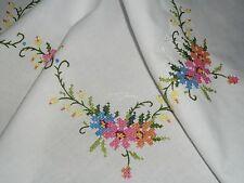 Superschöne   Mitteldecke  81 cm / 84 cm  Bunte Blumen.. Handarbeit Shabby Chic