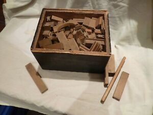 ANTIQUE CHILD'S WOODEN TOY, INTERLOCKING BUILDING BLOCKS & ORIGINAL WOOD BOX
