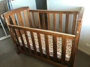 GRO-TIME COT & CHANGE TABLE - Excellent buy! Very good used condition!