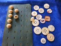 lot les anciens  boutons de guétre et les nacres===== 23en tout