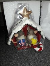 Charming Tails Friend Filled Christmas Barn Mouse 98/344