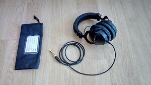 beyerdynamic DT 770 PRO 32 Ohm Ohrumschließender Kopfhörer - Schwarz