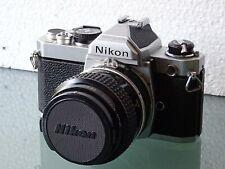 NIKON FM + OBJECTIF MICRO-NIKKOR 3,5/55 mm.
