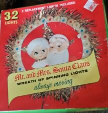 Vintage 1973 Mr and Mrs Santa Claus Wreath of Spinning Lights Christmas Works!