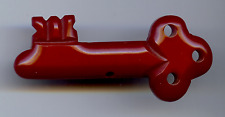 VINTAGE CARVED RED BAKELITE KEY PIN BROOCH (FOR MACARTHUR HEART)