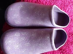 Womens Garden Shoes/Clogs. Size 8. Purple with Flowers