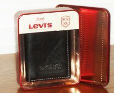 6484a5010 LEVI'S Para hombres Cuero Negro RFID Protección Tri-fold wallet con  logotipo nuevo en caja de hojalata