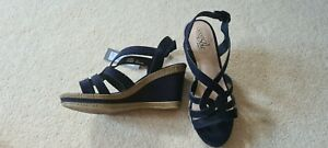 Ladies navy wedges size 6 wide fit Good for the Sole