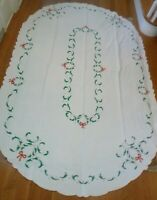 """Vintage Hand Embroidered Applique Madeira Holly Wreath Christmas Tablecloth 92"""""""