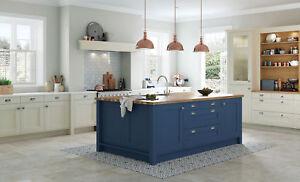 Wakefield Painted Kitchen, (Kitchen Stori), Traditional classic Kitchens