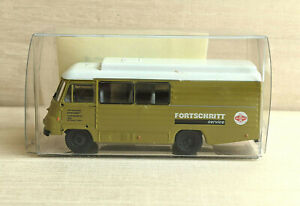 """Robur LD 3000 """"Fortschritt Mähdrescher Service"""" s.e.s #15 4000 07 -  1:87"""