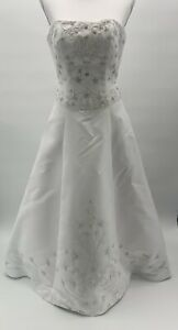 DINEH'S Collection White Wedding Dress Fit And Flare Sleeve Less Women's Size 4
