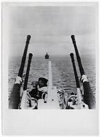 Flak zum Schutz der Frachter. Orig-Pressephoto, von 1944