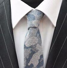 Corbata de lazo entallada azul y gris en la nube de algodón de calidad T6021